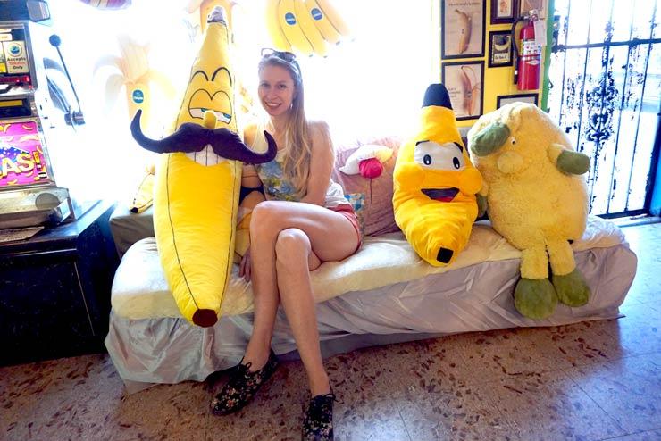 bananine-sofa-bananu-muziejuje